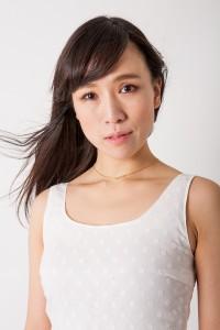 宣材写真を白バックで白い服を撮る_MG_8006_2
