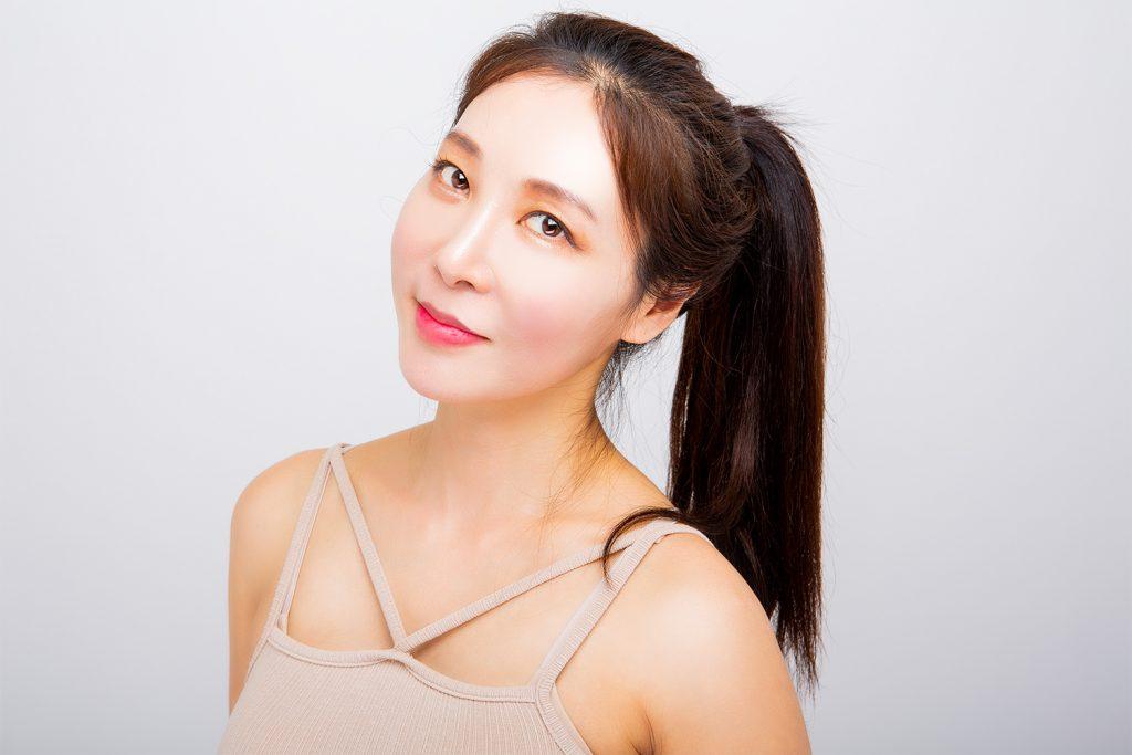 사진을위한 한국어 여성 모델을 찾고 있습니다